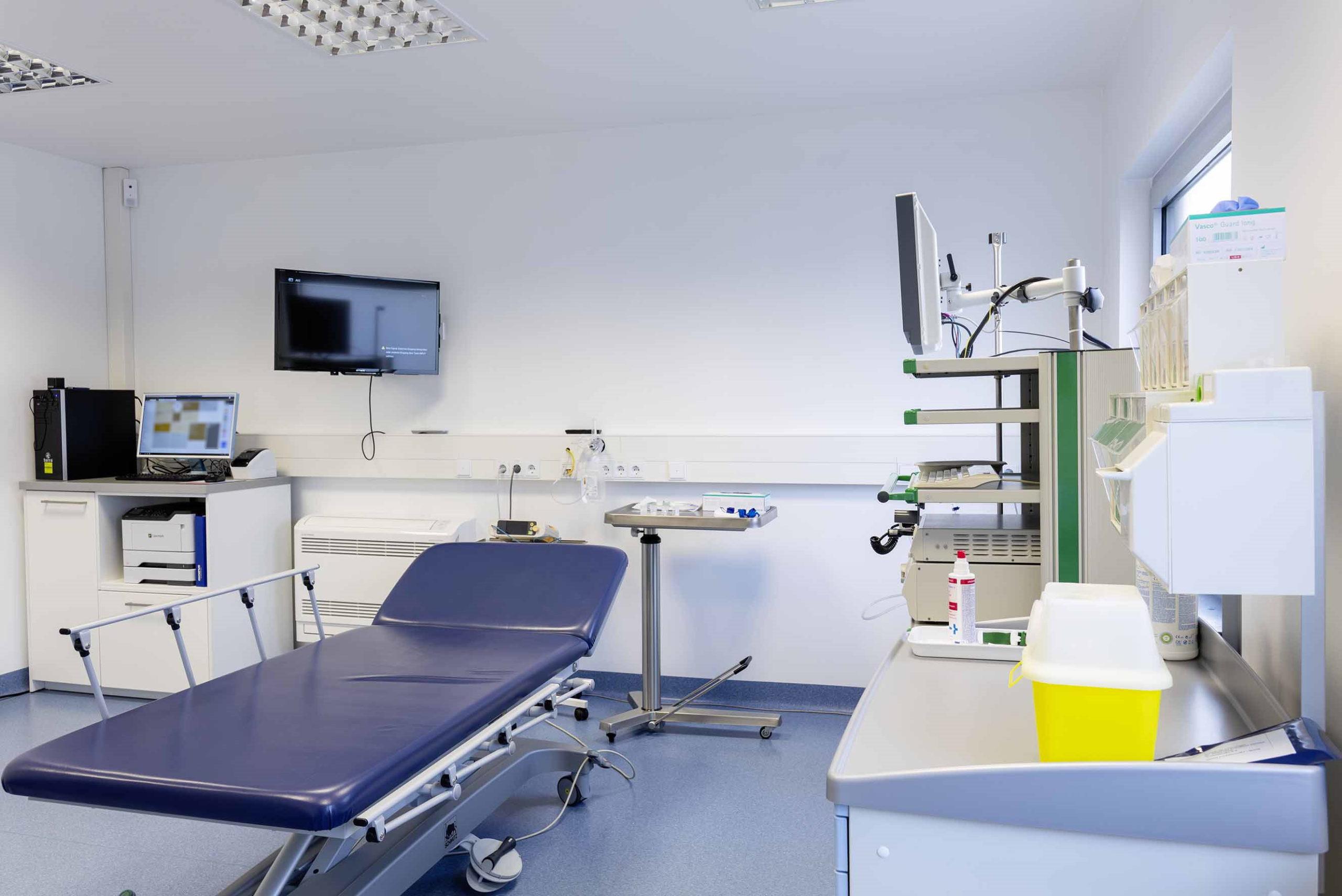 proktologiepraxis-frankfurt-Behandlungszimmer